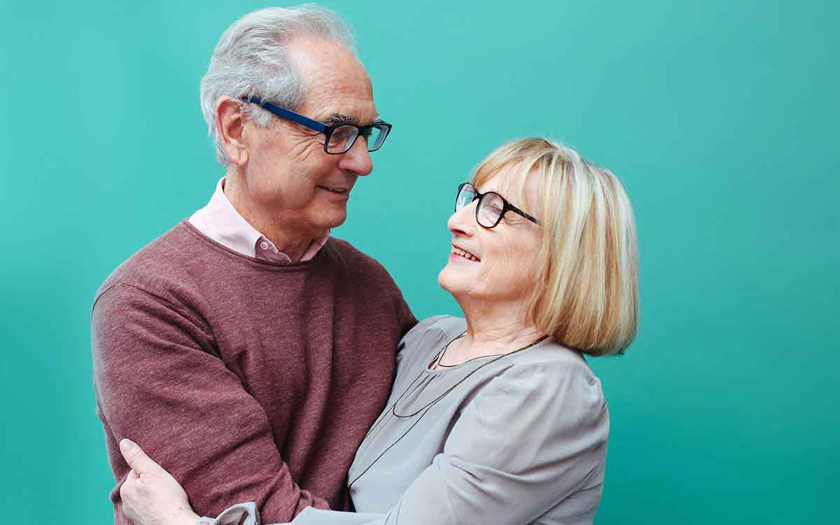 Senior couple happy becasue they saved money buying used hearing aids.